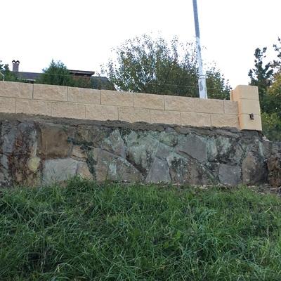 Construcción de muro en Villaviciosa