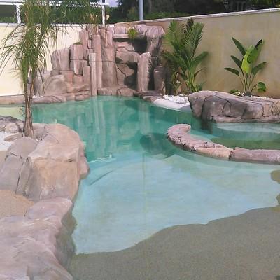 Terminación de piscina con bajada de playa