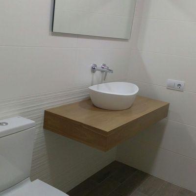 grifo lavabo empotrable y mueble madera nogal
