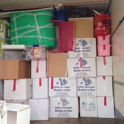 embalaje enseres en cajas