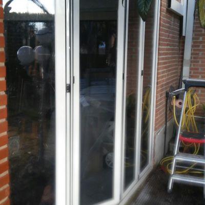 Reparación y ajuste de Puertas de aluminio.