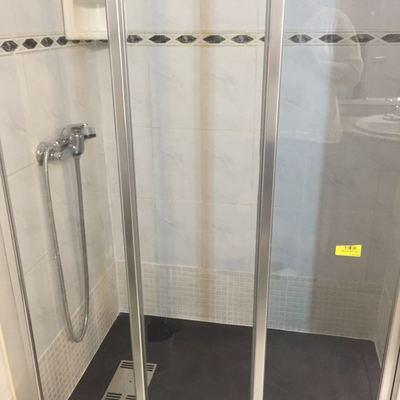 Plato de ducha y mampara de corredera