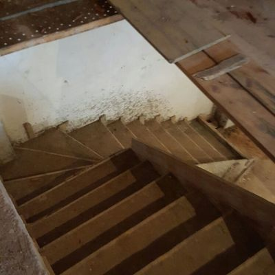 encofrado y realización de escalera de hormigón con mallazo