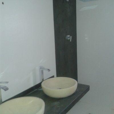 Encimera lavabo y pared ducha