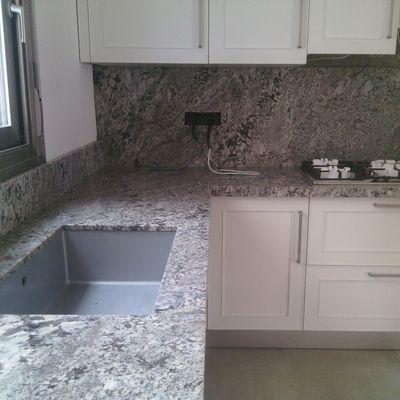 Encimera cocina y pared frente