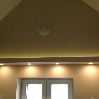 Forrado de pladur de paredes y techos de Escalera, iluminación y enchufes.
