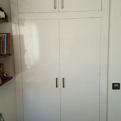 frente armario empotrado formica blanco alto brillo