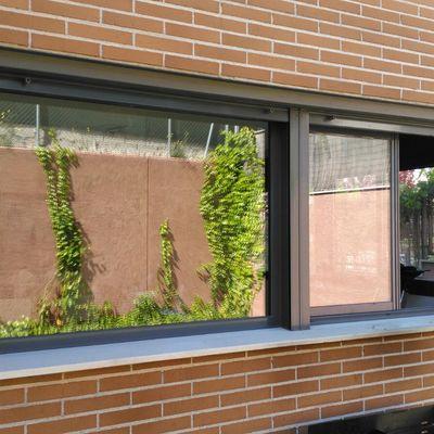 Instalación de ventanas de aluminio.