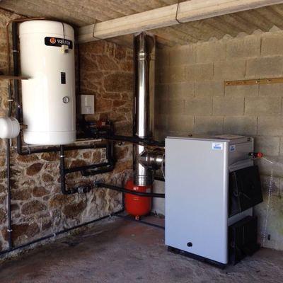 Instalacion completa de calefacción en Cerceda con una caldera de leña Vigas