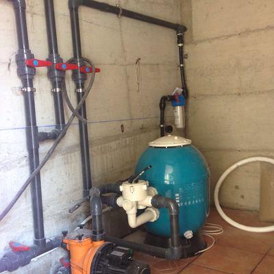 Sala de filtrado de piscina realizada con pvc de alta presión y acero inoxidable