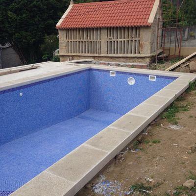 Instalacion de piscina con foco y cloracion salina en Lema