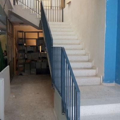 Ejecución de escalera en local comercial