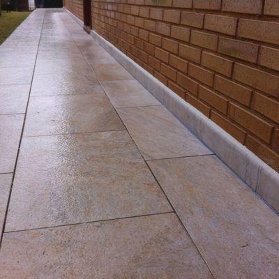 Pavimento porcelánico de exterior antideslizante