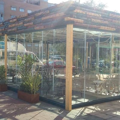 Instalación de Cortinas de Cristal en un Restaurante