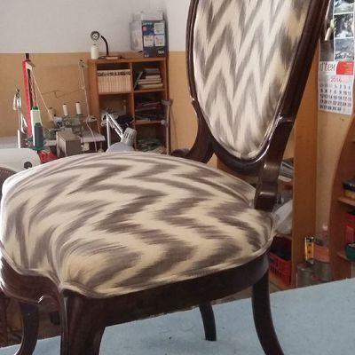 Silla clasica tapizada con tela mallorquina