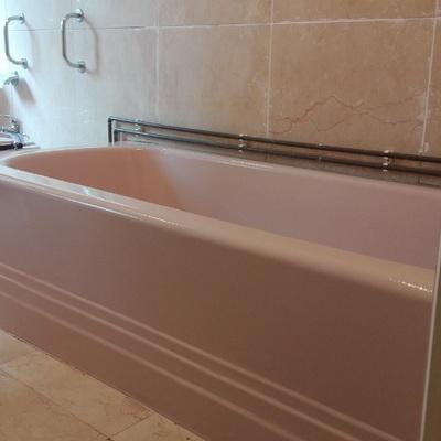 Reparación de bañera y pintura igualando colores