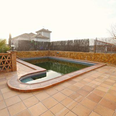 Formación de piscina y exterior