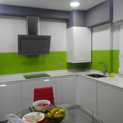 Frente de cocina color pistacho