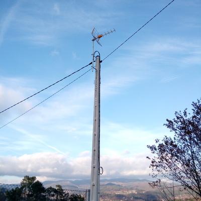 Colocación de poste y antenas