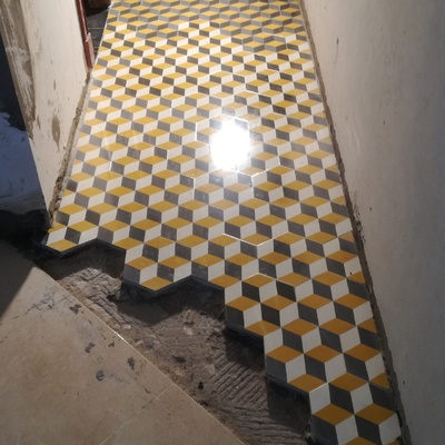 mosaico hidráulico a estilo modernista