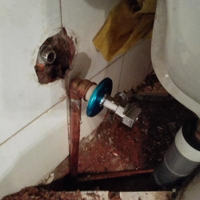 Sustitucíon de desagüe y tubería de agua