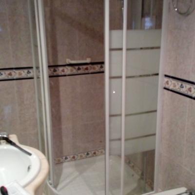 Plato ducha y mampara instalados