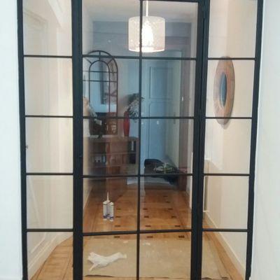 puerta abatible con fijos, de hierro y cristal