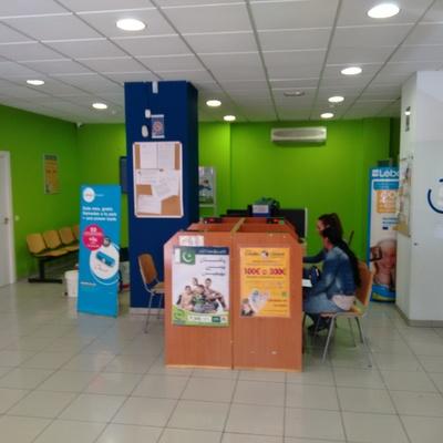 Oficina de envíos de dinero  SMALL  WORLD