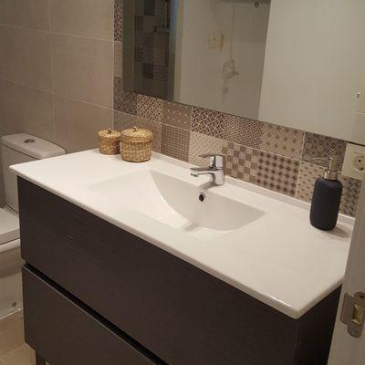 Mueble de baño y lavamanos