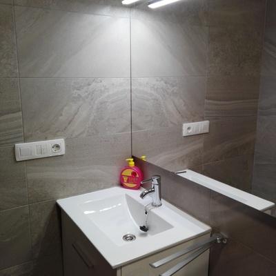 Cambio de sanitarios, pavimento y revestimiento en Baño