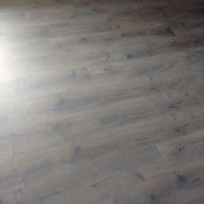 montaje de suelo laminado