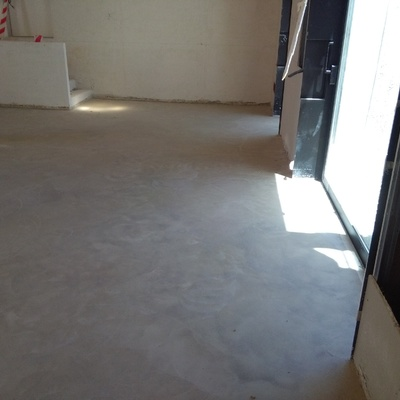 pavimento de hormigón blanco