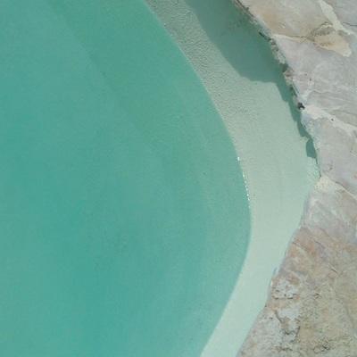 Piscina color turquesa
