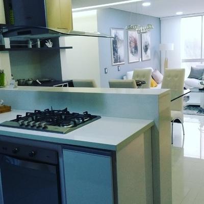 Gabinete de cocina con encimera en Quarzo