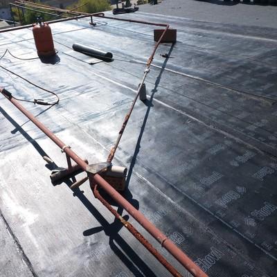 Colocación de tela asfáltica para la  impermeabilización de cubierta en mal estado