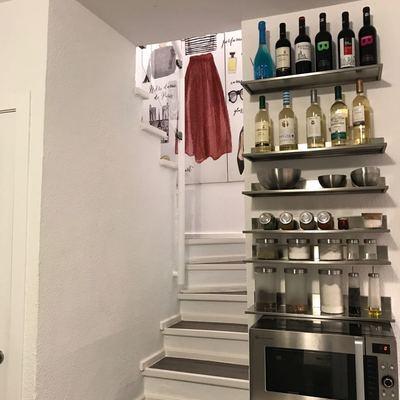 escalera desde la cocina