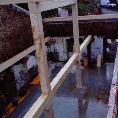Solera de hormigón y estructura de madera laminada 30x28