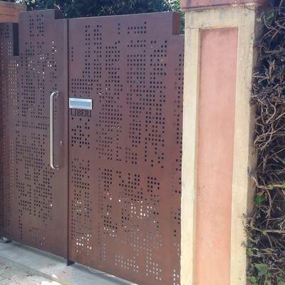 Puerta de entrada diseño exclusivo , acabado en acero corten