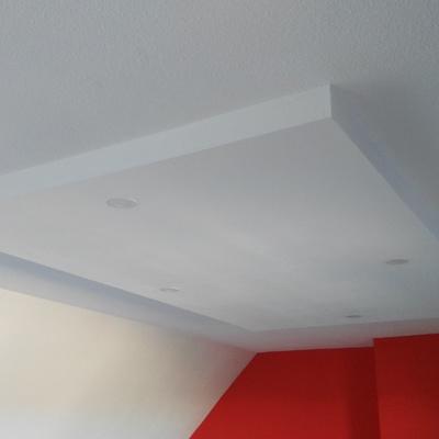 Falso techo para creación de un ambiente diferenciado en el salón