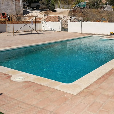 Borde para piscina en Piedra Caliza
