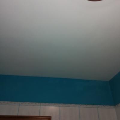 El después de la reforma del techo de un baño