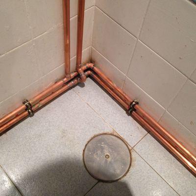 Instalación vista  echa en cobre.