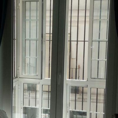 Balconera de PVC con vidrio acústico de altas prestaciones