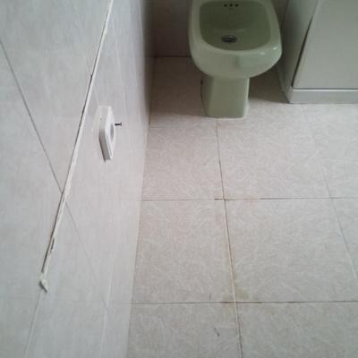 Limpieza suelos en baño. Despues.
