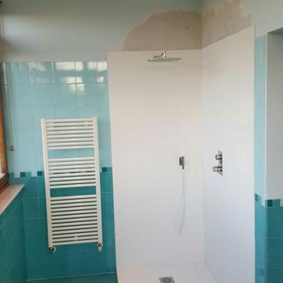Pequeña reforma de ducha de baño con Silestone.