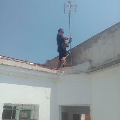 Instalación antena tejado difícil acceso