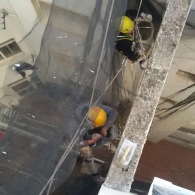 Trabajos de altura en viga suspendida