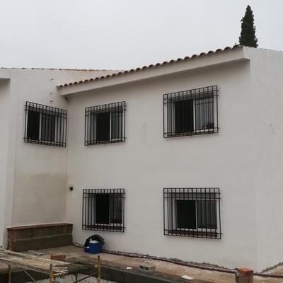 Fachada rejas y ventanas