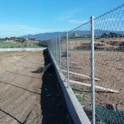 Muro y cerramiento metalico