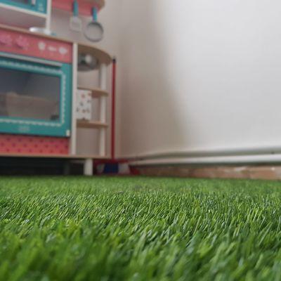 Césped artificial habitación niños